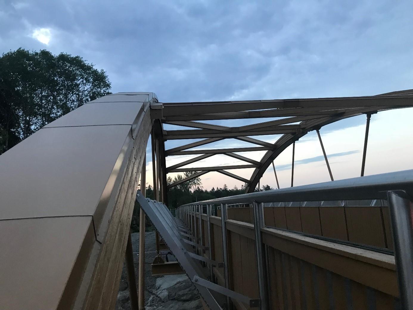 Träbron är snart redo att lämnas över till beställaren.